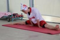 YÜZME HAVUZU - (Özel) 27 Yaşındaki Down Sendromlu Milli Sporcunun Hedefi Dünya Şampiyonluğu