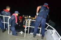 Balıkesir'in Ayvalık İlçesi Açıklarında 35 Düzensiz Göçmen Yakalandı