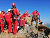 YARDIM ÇAĞRISI - Deniz Seviyesi Yükselince Mağarada Mahsur Kalan 2 Kişi Ortak Operasyonla Kurtarıldı