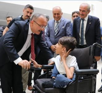 Engelli Çocuğun Bilgisayar İsteği Yerine Getirildi