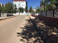 YAZ MEVSİMİ - Mehmet Akif Mahallesi'nde Kaldırım Çalışması Yapıldı