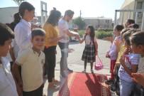 Öğrencileri 'Kırmızı Halı' Sererek Karşıladı