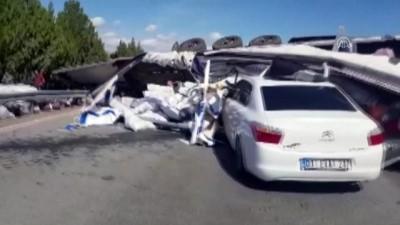 Karşı Şeride Geçen Tır İki Araçla Çarpıştı Açıklaması 4 Yaralı