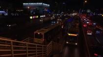 TOPKAPı - Metrobüs Arızası Seferleri Aksattı