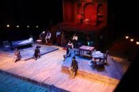 Şehir Tiyatrosu 'Suç Ve Ceza' Oyunuyla Perdelerini Açtı