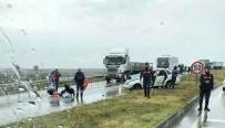 Yağış Sebebiyle Kayganlaşan Yolda Kaza Meydana Geldi Açıklaması 4 Yaralı