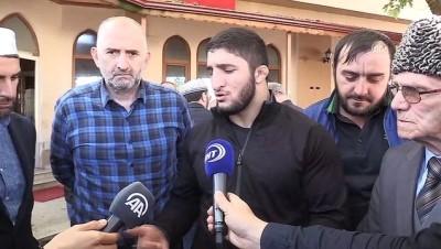 Dağıstan Asıllı Şampiyon Güreşçiden Soydaşlarına Ziyaret