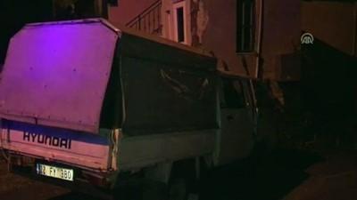 Duvara Çarpan Kamyonetin Sürücüsü Yaralandı
