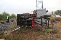 EVLİYA ÇELEBİ - Kütahya'da yük treni kamyonete çarptı: 2 yaralı