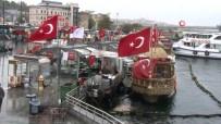 Eminönü'ndeki Balıkçı Teknelerinin Bekleyişi Sürüyor
