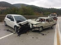 Otomobiller Kafa Kafaya Çarpıştı, 2 Yaralı