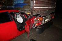 Sivas'ta Otomobil Tırın Altına Girdi Açıklaması 4 Yaralı