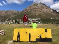 Uçurtmalarıyla Türkiye'yi Güney Afrika'da Temsil Etti