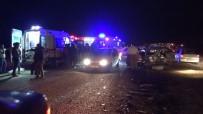 Bursa'da Minibüs İle Otomobil Kafa Kafaya Çarpıştı Açıklaması 1 Ölü, 20 Yaralı