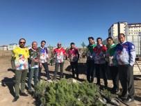 Kars'ta Kar Sincapları Spor Kulübü Öğrencilerle Birlikte Fidan Dikti