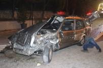 Kontrolden Çıkan Otomobil Restoranın Bahçesine Girdi Açıklaması 1'İ Ağır 2 Yaralı