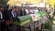 İŞÇİ SERVİSİ - Sakarya'daki Zincirleme Trafik Kazasında Ölen Çift Ve Bebekleri Defnedildi