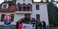 Atatürk Köşkü'nü Kasımpatılarla Süslediler