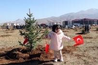 Bitlis'te Hem Fidan Hem De Türk Bayrağı Dikildi