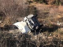 Direksiyon Başında Uyuyan Sürücü, Otomobiliyle Şarampole Uçtu