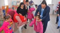 Kilis'te Fakir Öğrencilere Kıyafet Yardımı