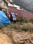 KıZıLDERE - Manevra Yapan Traktör Çatıya Uçtu