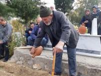 Manisa'da Şehit Annesi Toprağa Verildi