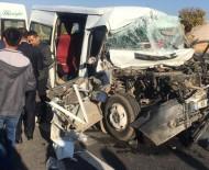 Mardin'de Öğrenci Servisi Tırla Çarpıştı Açıklaması 3'Ü Ağır 8 Yaralı
