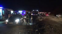 Yolcu Minibüsü İle Otomobilin Kafa Kafaya Çarpıştığı Kazada Baba Ve Oğul Hayatını Kaybetti