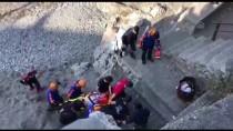 KILIMLI - Zonguldak'ta Deniz Kenarına Düşen Kamyonetin Sürücüsü Yaralandı