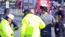 Bağcılar'da Yolcu Minibüsü İle Hafif Ticari Araç Çarpıştı Açıklaması 5 Yaralı