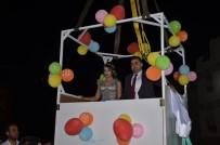 GELİN ARABASI - Düğün Alanına Vinçle İndiler, Nostaljik Kamyoneti Gelin Arabası Yaptılar