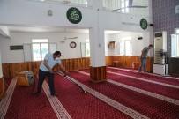 Erdemli Belediyesi'nin Camilerdeki Temizlik Çalışmaları Sürüyor