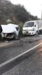 Kaza Yapan Sürücü Otomobilde Sıkıştı