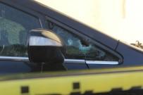 Otomobilinde Silahlı Saldırıya Uğrayan Şahıs, Kendi İmkanı İle Hastaneye Gitti