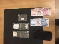 Uyuşturucu Tacirleri Suçüstü Yakalandı