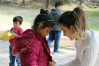 KIRAÇ - Öğretmen Ve Öğrencilerinden Örnek Yardım