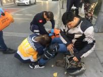 Virajı Alamayan Motosiklet Sürücüsü Otomobile Çarptı