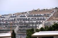 YALıKAVAK - Yıkılan Milyon Dolarlık Evlerin Yerine Fidan Dikildi