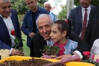İNSANOĞLU - Akdeniz Belediyesi Meclis Üyelerinden Örnek Davranış