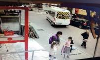 Avcılar'da Geri Manevra Yapan Servis Şoförü Yaşlı Kadına Çarptı