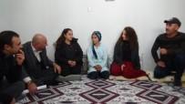 KONUKBEKLER - Kapı Kapı Gezerek Öğrencileri Eğitime Kazandırıyorlar