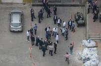 Kuyumcu Kent'in Çatısından Düşen Genç Ağır Yaralandı