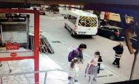 (Özel) Avcılar'da Geri Manevra Yapan Servis Şoförü Yaşlı Kadına Çarptı