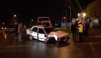 Bursa'da Otomobile TIR Çarptı, Otomobil Sürücüsü Araç İçinde Sıkıştı