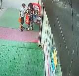 Esenyurt'ta Paten Çalan 2 Çocuk Güvenlik Kameralarına Yakalandı