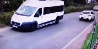 OKUL SERVİSİ - Kartal'da Servis Minibüsünün Devrilme Anı Kamerada