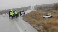 Köpeğe Çarpan Otomobil Şarampole Yuvarlandı Açıklaması 4 Yaralı