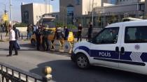 ARAFAT - Pendik'te Taksici, Aracına Binen Yolcu Tarafından Silahla Yaralandı