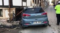 TRAKYA ÜNIVERSITESI - Edirne'de Otomobille Servis Minibüsü Çarpıştı Açıklaması 4 Yaralı
